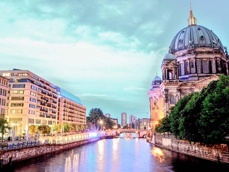 Unpaseo en barco por el rio spree en Berlin, la antigua e inolvidable tradición