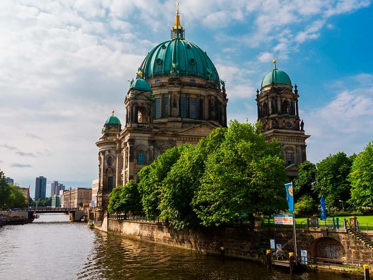 ¿Qué lugares recorrerás en el paseo en barco en Berlín?