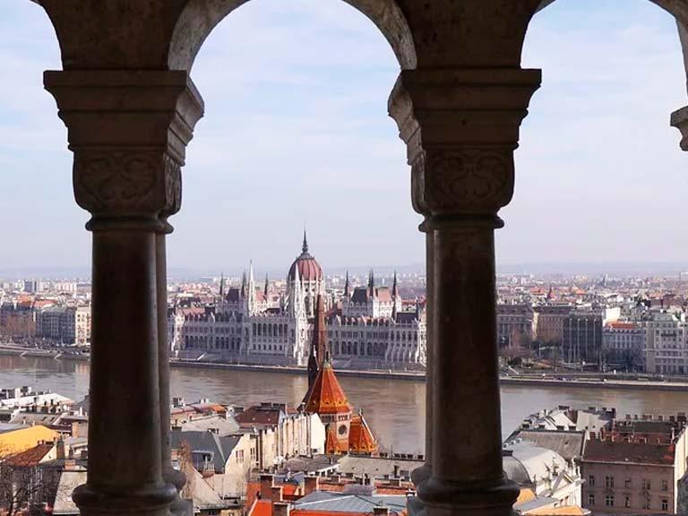 Contáctenos y reserve una de nuestras excursiones en Budapest, será una aventura extraordinaria, llena de conocimiento y diversión.