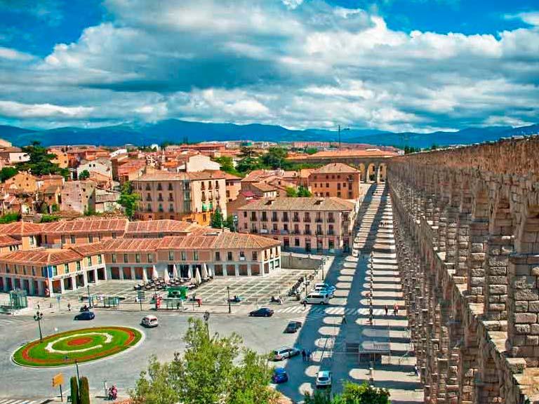 Como ves, una visita guiada a Madrid es la mejor opción para que no te pierdas de los lugares emblemáticos, cargados de historia y arquitectura de esta hermosa ciudad y conozcas más de su gente y estilo vida.
