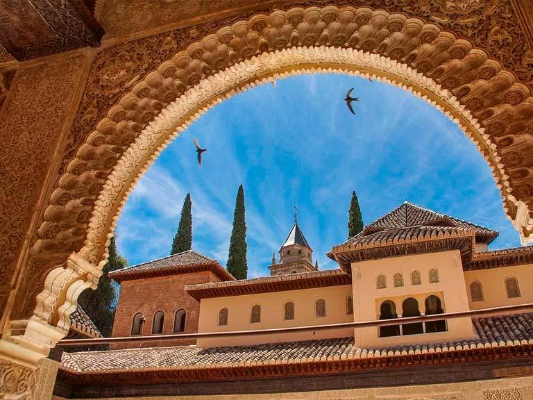 1.La Alhambra y el barrio árabe de Granada