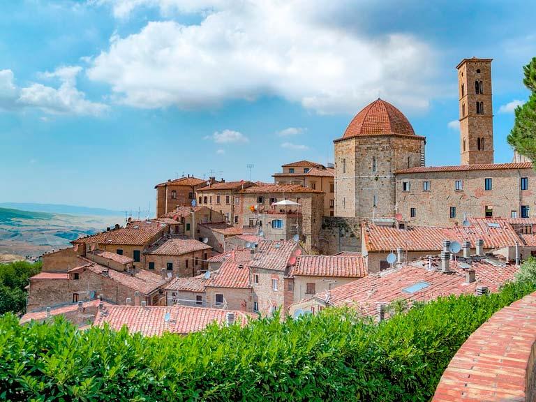 Conocida por su profunda historia, impresionantes paisajes y rica cultura, la Toscana en el centro de Italia es una de las verdaderas joyas de Europa.