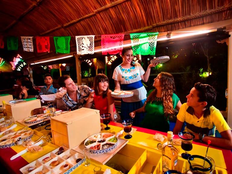 La experiencia social y alegre de esta aventura nocturna te traerán mágicas experiencias de camaradería y un respeto profundo por la cultura mexicana entregada al mundo.